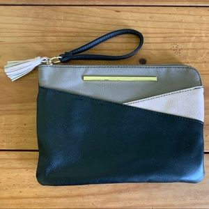 Steve Madden | Large Wristlet | Black, Tan & Cream